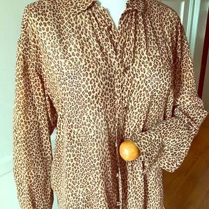 Rayon leopard print blouse P/P,covered buttons.